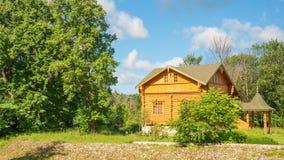 Haus im Wald Lizenzfreie Stockfotos