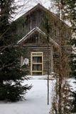 Haus im Waldwinter Stockfotografie