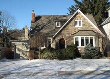 Haus im Winter stockfoto