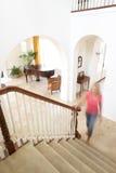 Haus-Innenraum mit Treppenhaus Stockbild