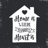 Haus ist, wo Ihr Inneres ist Inspirierend gezeichnetes Typografieplakat des Vektors Hand lizenzfreie stockbilder