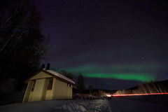 Haus, Kabine, Aurora, Nacht bei Alaska, Fairbanks Lizenzfreies Stockbild