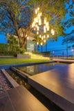 Haus-Licht und Garten lizenzfreie stockfotos