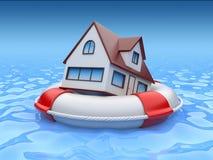 Haus in lifebuoy. Eigentumversicherung Lizenzfreies Stockfoto