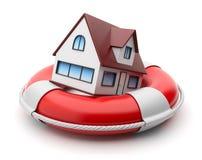 Haus in lifebuoy. Eigentumversicherung. Getrennt Lizenzfreie Stockfotos