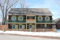 Haus mit Balkon lizenzfreie stockbilder