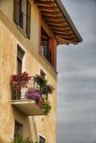 Haus mit Balkon Stockfotos