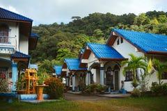Haus mit blauem Dach Stockfoto