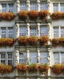 Haus mit Blumen Stockfotografie