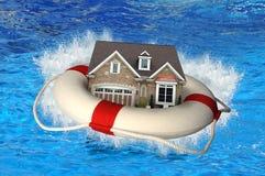 Haus mit dem Schwimmweste-Abbrechen lizenzfreie stockbilder