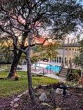 Haus mit einem Pool Stockfotografie
