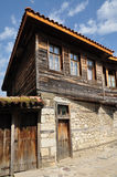 Haus mit einem Schachtfenster. Stockfotos