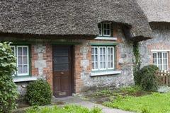 Haus mit einem thatched Dach Lizenzfreies Stockfoto