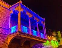 Haus mit einem traditionellen Balkon in Tiflis Alte Stadt Lizenzfreies Stockfoto