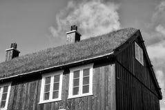 Haus mit Grasdach in Torshavn, Dänemark Eco freundliches Gebäude Architektur und Design Bestimmungsortplatz Ökologie lizenzfreies stockbild