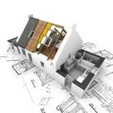 Haus mit herausgestellten Dachschichten und -plänen stockfotografie