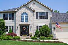 Haus mit Markierungsfahne Stockbilder
