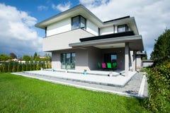 Haus mit Portal Lizenzfreies Stockfoto