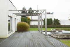 Haus mit Portal Lizenzfreie Stockfotos