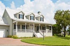 Haus mit Portal und Dormer Windows Lizenzfreies Stockfoto