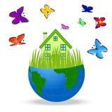 Haus mit Schmetterlingen in einer Planetenerde auf weißem Hintergrund Stockfoto