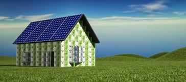 Haus mit Sonnenkollektoren stockfotos