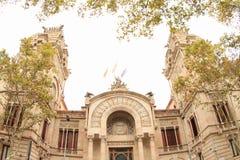 Haus mit Türmen in Barcelona lizenzfreies stockfoto