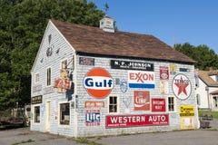 Haus mit Werbung lizenzfreie stockbilder