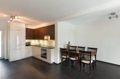Haus, moderne Küche Lizenzfreie Stockfotografie