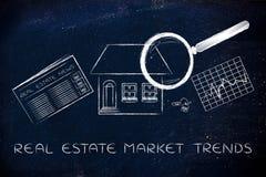 Haus, Nachrichten u. Statistik mit Lupe; Ne des Immobilienmarkts Stockfotos