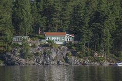 Haus nahe der Ufergegend in Meer fünf Stockbilder