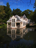 Haus nahe Wasser; Glättung Stockfotografie