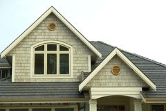 Haus-neues Außenhauptabstellgleis stockbilder