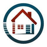 Am Haus oder in ihrer Wohnung, ist sie schönes Leben! Immobilienkonzept des Logos Stockfotos