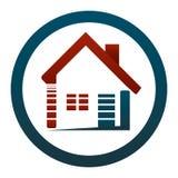 Am Haus oder in ihrer Wohnung, ist sie schönes Leben! Immobilienkonzept des Logos Lizenzfreies Stockfoto