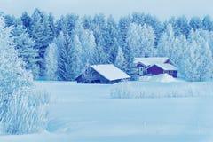 Haus in Schnee umfaßtem Winter Forest Christmas Finland Lapland lizenzfreie stockfotos
