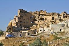 Haus schnitzte in der typischen Felsformation in Cappadocia, die Türkei Lizenzfreie Stockbilder
