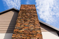 Haus-Steinschiefer-Kamin Stockbilder