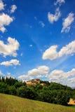 Haus umgeben durch Bäume in ` Orcia, Toskana, Italien Val d Stockfotografie