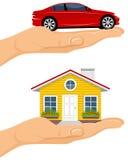 Haus und Auto in den Händen stock abbildung