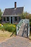 Haus und Brücke Stockfoto
