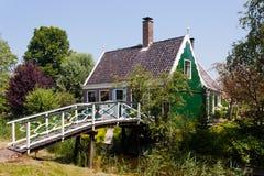 Haus und Brücke Lizenzfreies Stockbild