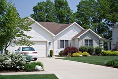 Haus und ein Auto Stockfoto
