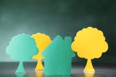 Haus und ein Baum Stockfotos