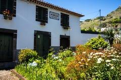 Haus und Garten in Machico auf der Insel von Madeira Portugal Stockfotos