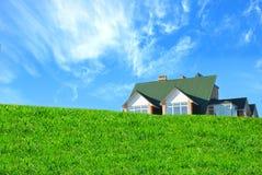 Haus und Gras Stockfotografie