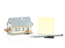 Haus und Haftnotiz Stockbild