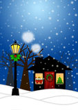 Haus-und Lampen-Pfosten in der Winter-Weihnachtsszene Stockfotos