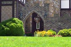 Haus und Landschaftsgestaltung stockfotografie