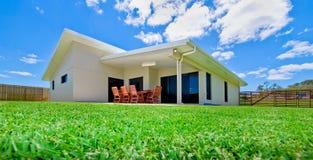 Haus und Rasen Stockbild